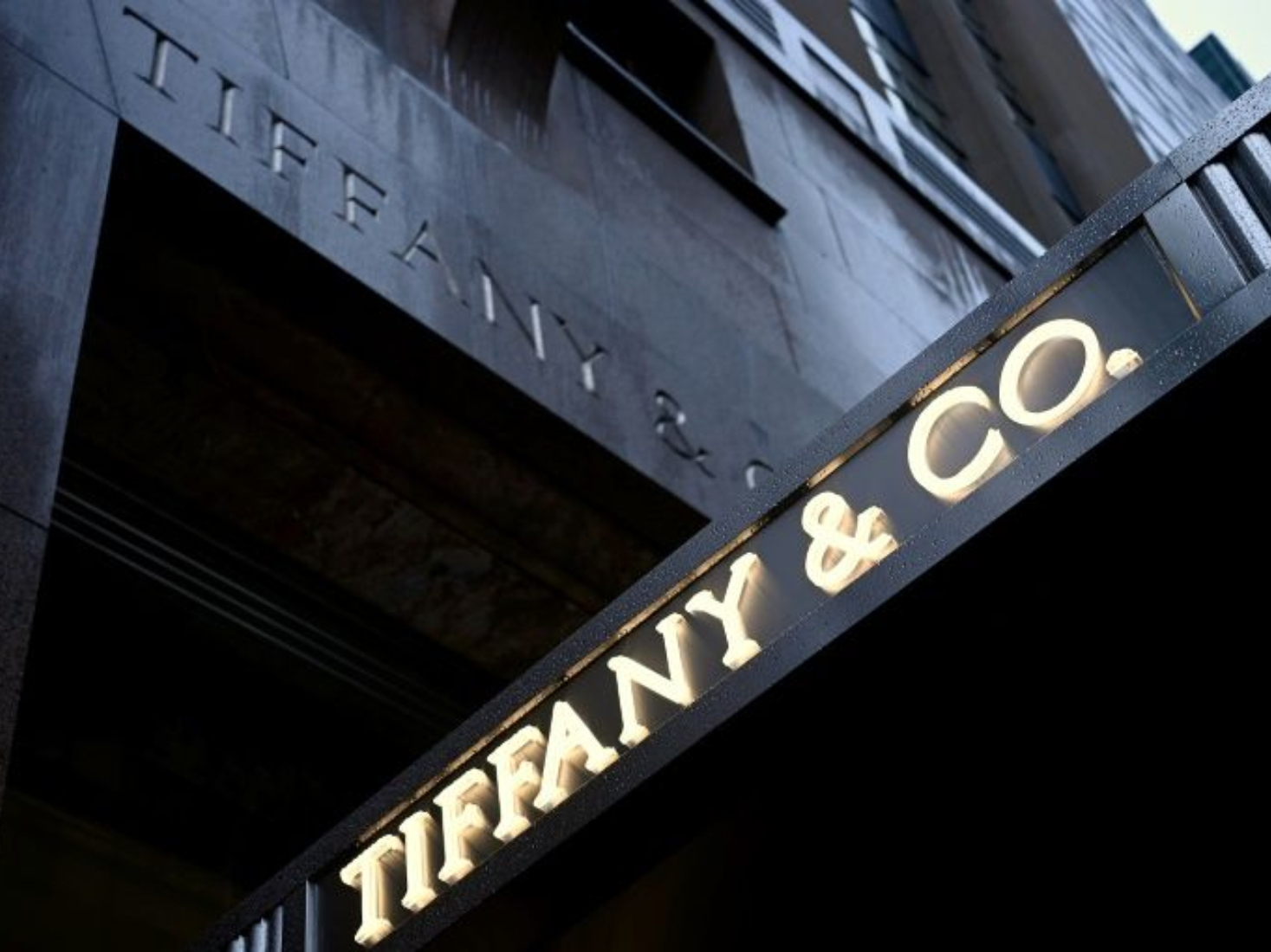 LVMH woos Tiffany with takeover proposal