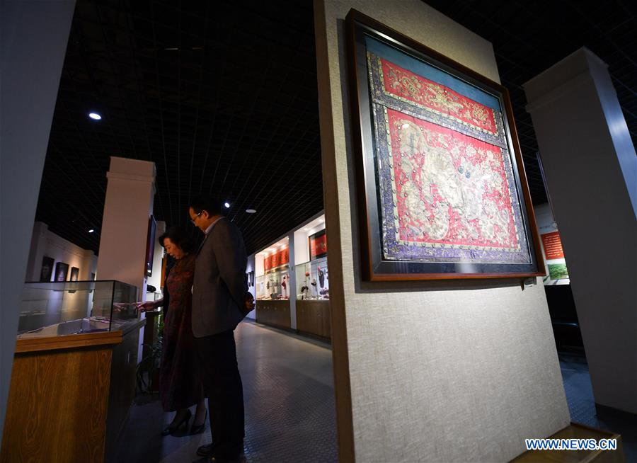 Pic story of national representative inheritor of Xiabu embroidery