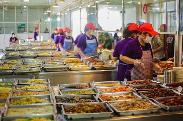 China bans 496 unlicensed operators in school food safety inspection