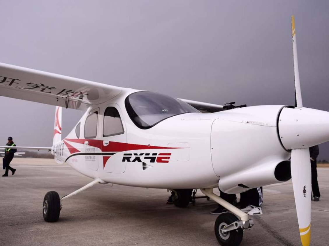 Self-developed electronic aircraft makes maiden flight
