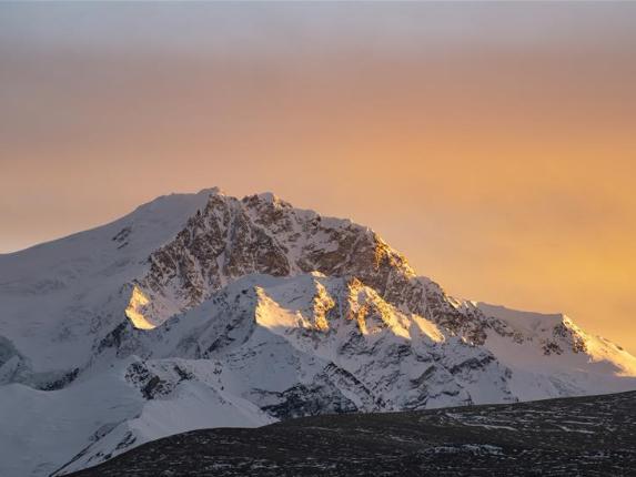 Sunset scenery of Mount Xixabangma, SW China' Tibet