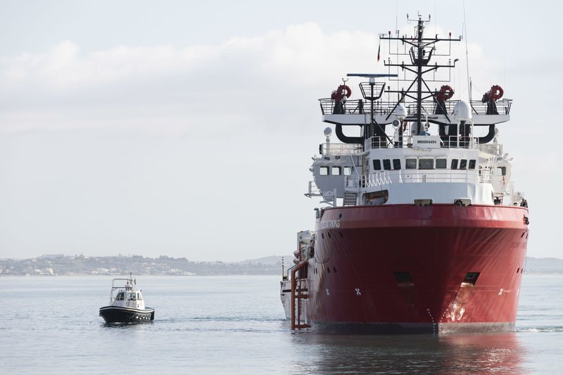 Migrant rescue ship arrives in Sicily