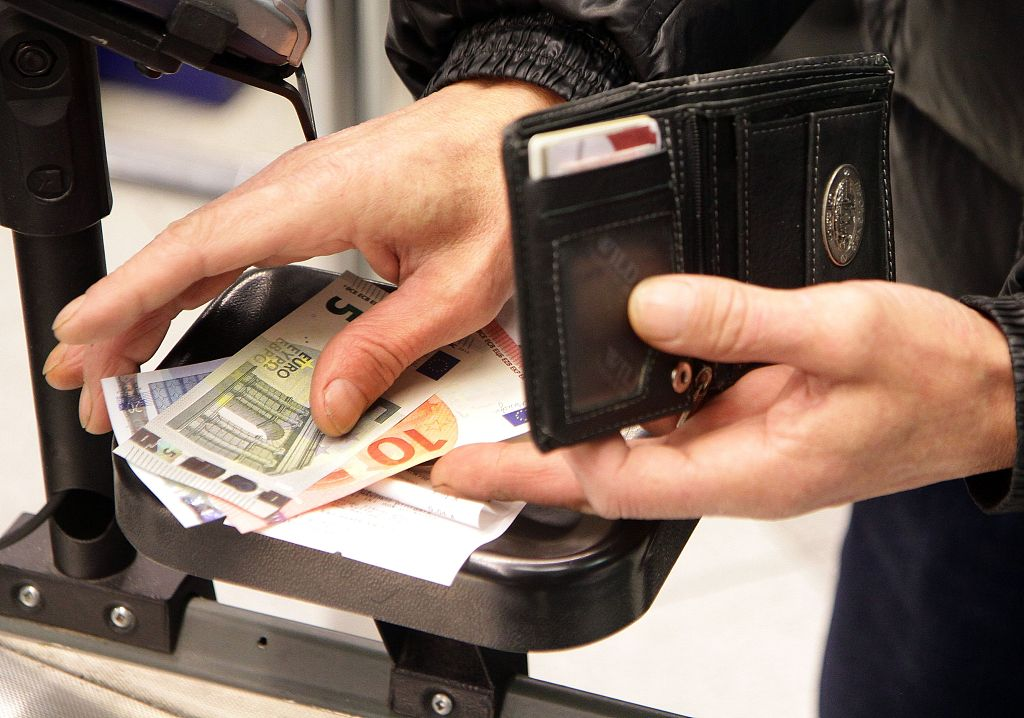 Eurozone faces stagnation, as inflation falls again
