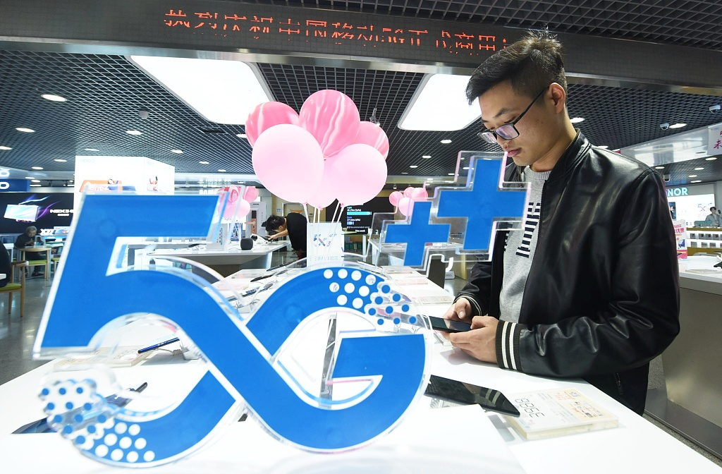 Top mobile operators switch on commercial 5G services