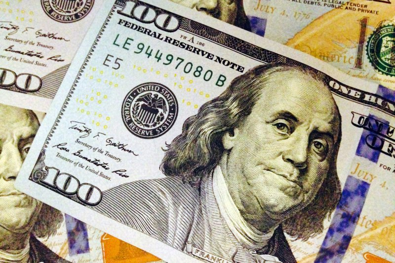 US dollar drops amid Fed's rate cut