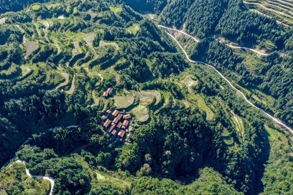 Guizhou issues 10 criteria for mountain tourism