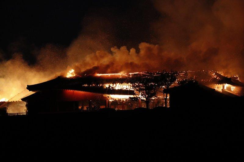 Fire nearly destroys historic Japanese castle