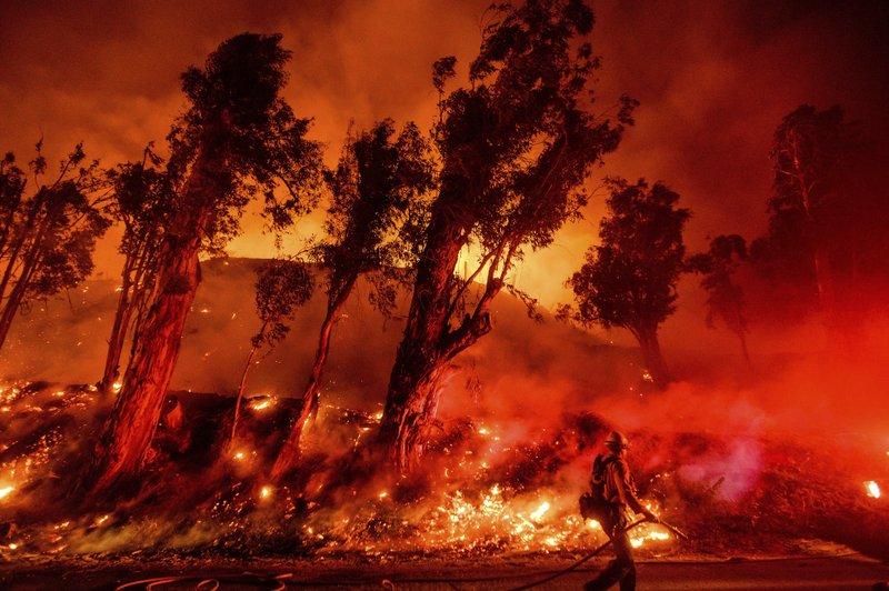 Fire crews take advantage of calmer weather in California