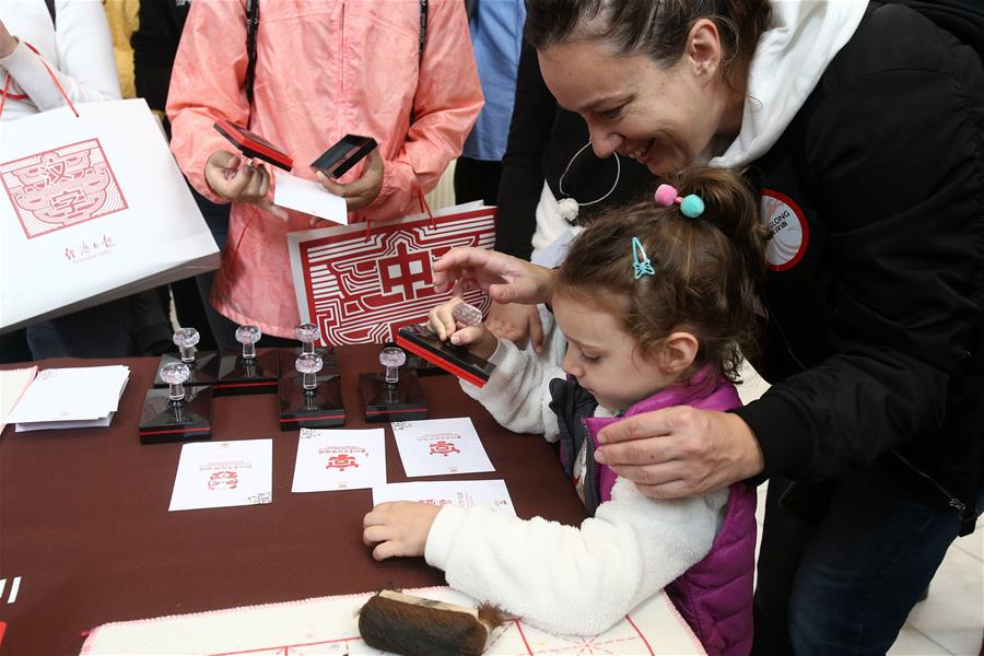 """Exhibition of Chinese calligraphy """"Silk Road"""" held in Athens"""
