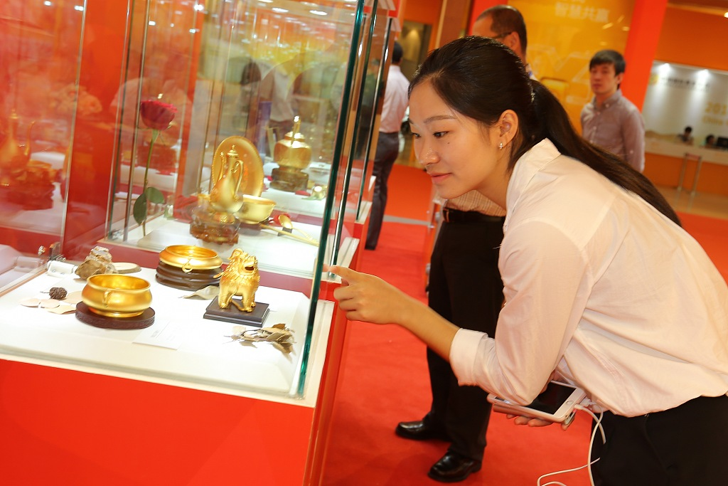 China gold consumption falls in first three quarters