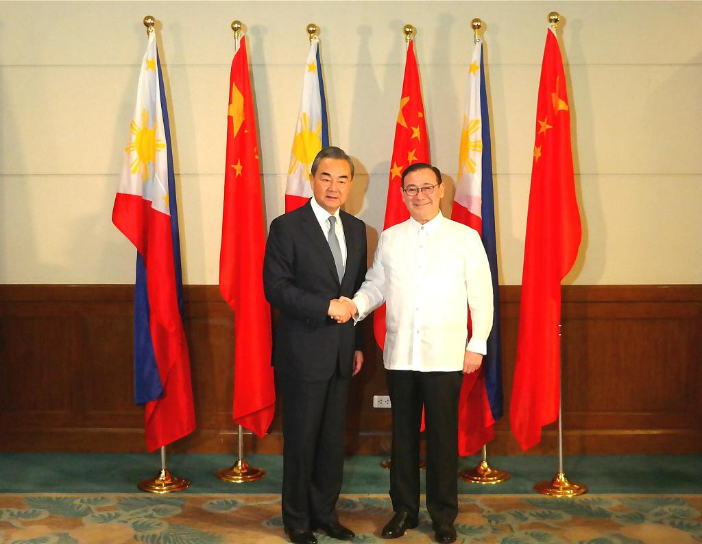 Chinese State Councilor Wang Yi offers condolences, help to Philippine quake victims