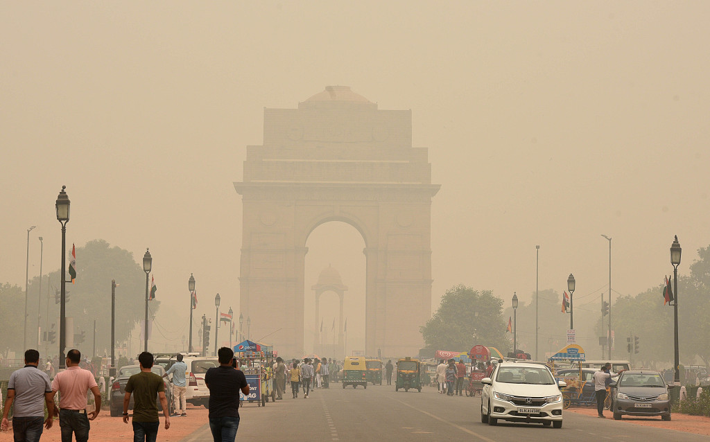 """Air continues to be """"severely"""" polluted in Delhi"""