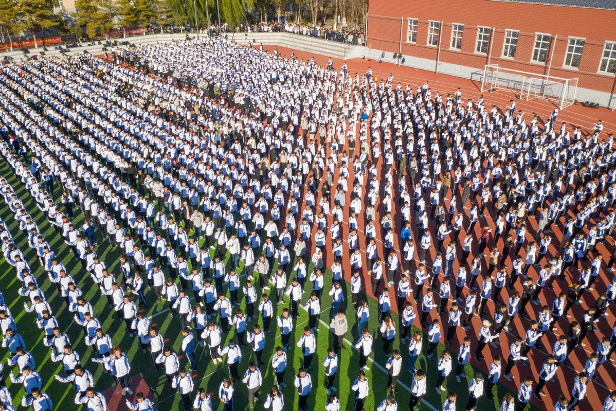 Guinness record set in China for 'most people performing sign language'