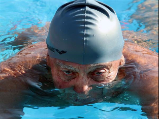 """Elderly Egyptian Masters swimmers prove """"age is just a number"""""""
