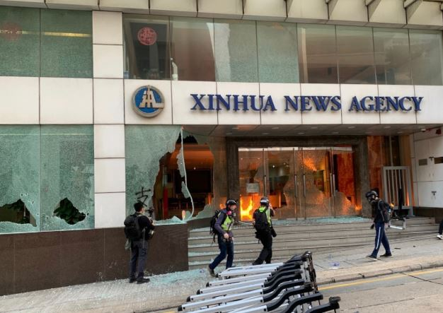 Xinhua condemns rioters for vandalizing its Hong Kong office
