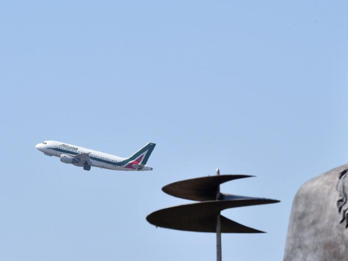 Iran's airline to suspend flights to Italy by year end