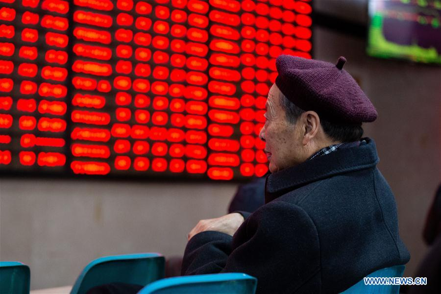 Chinese shares close higher Monday