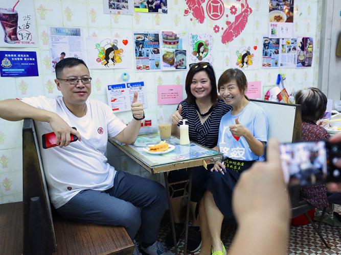 HK cafe stands strong despite radicals' harassment