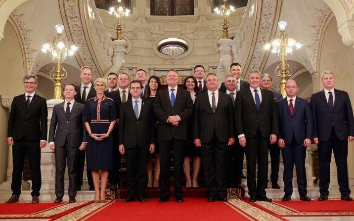 Romanian new gov't sworn in