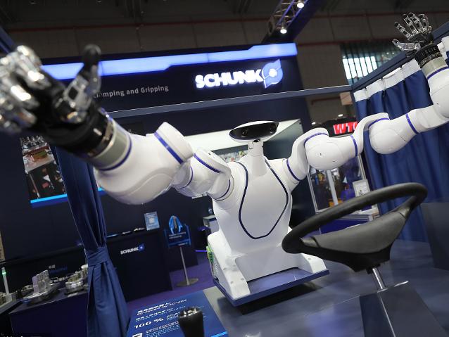 CIIE: Robots shine at expo