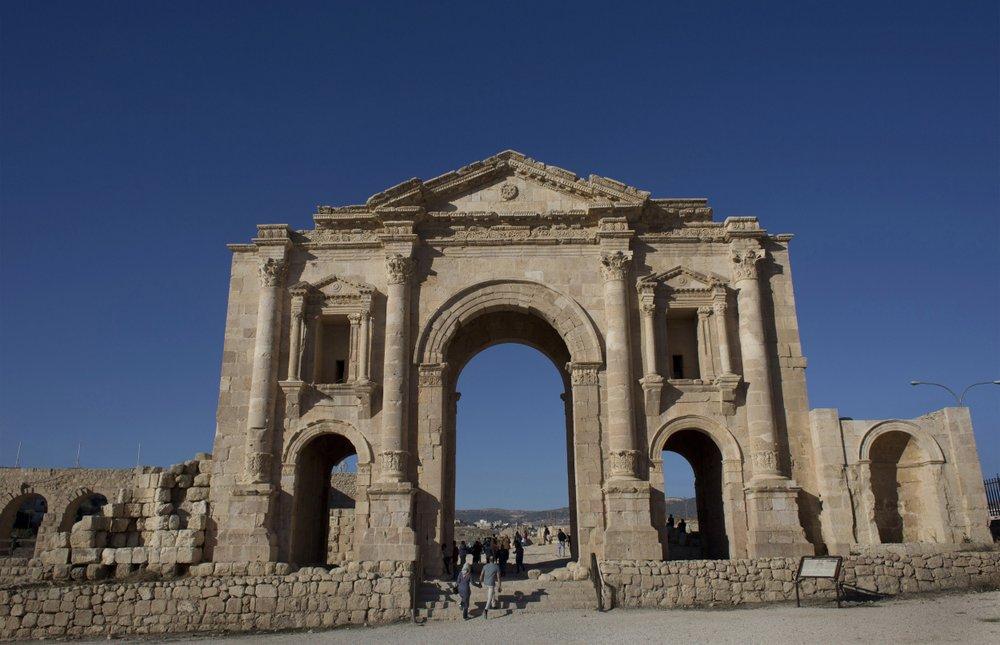 Attacker stabs 8 at popular Jordanian tourist site
