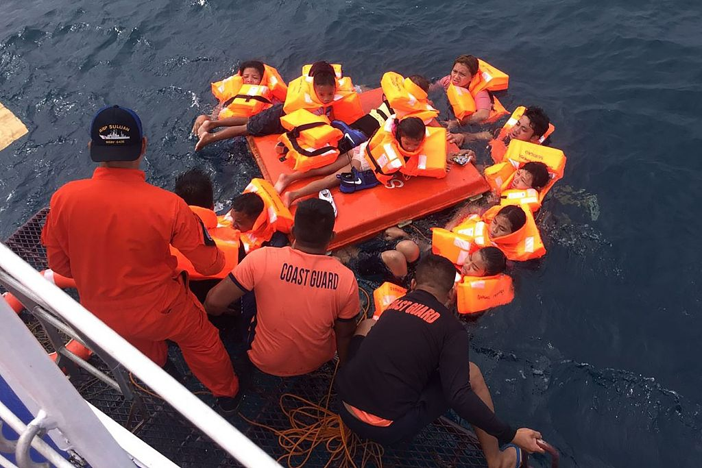 63 rescued after boat capsizes in central Philippines