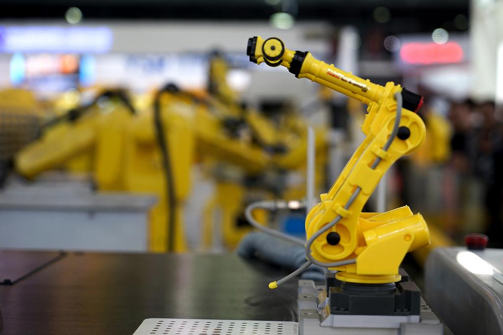 China to uphold, improve basic socialist economic system