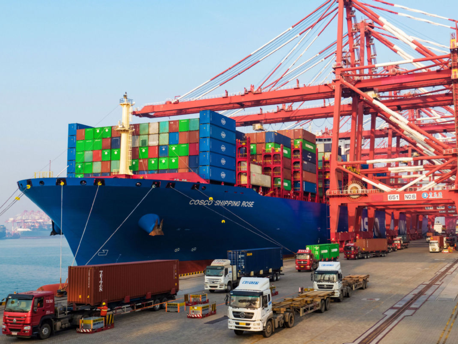 China's foreign trade up 2.4 pct in first ten months