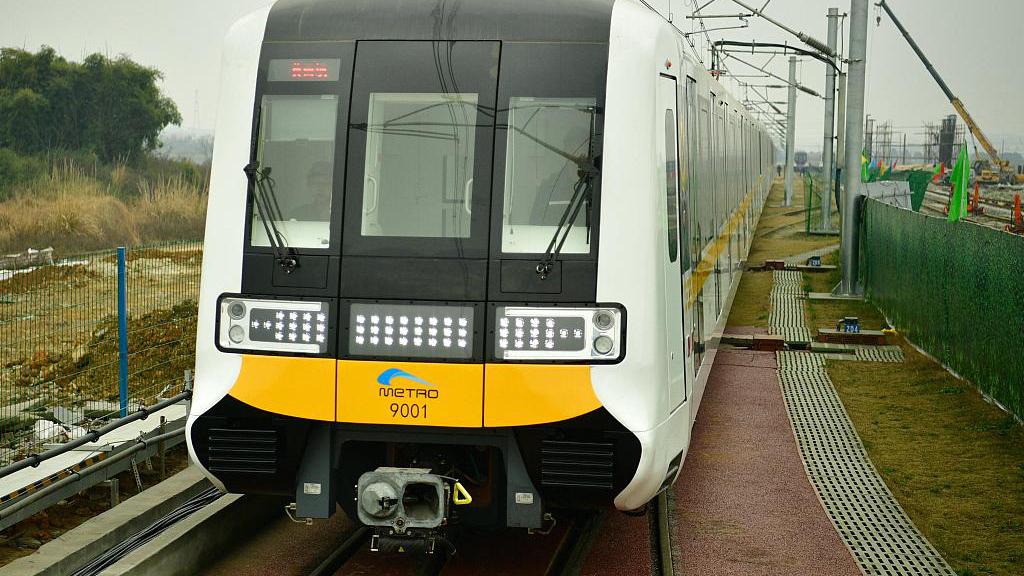 New driverless metro train passes test in China