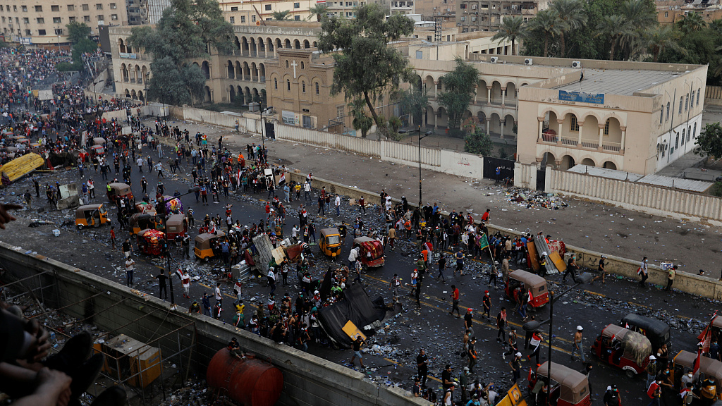 Prolonging protests in Iraq cause 10 more deaths, significant economic losses