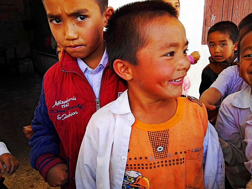 Chinese railway construction companies hand over school uniforms to Lao pupils