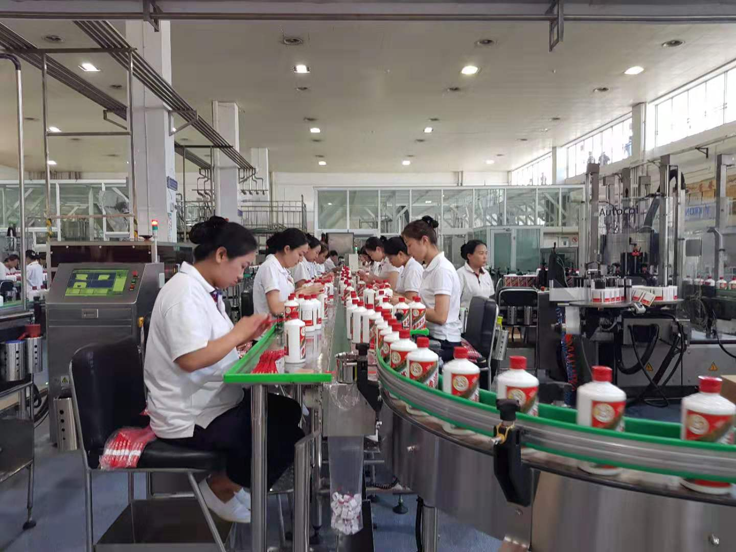 China's alcohol-making industry reports stable growth in Jan.-August