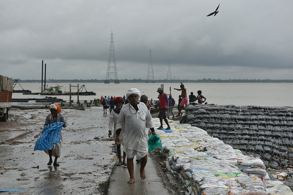 """5 dead from cyclone """"Bulbul"""" in India, Bangladesh"""
