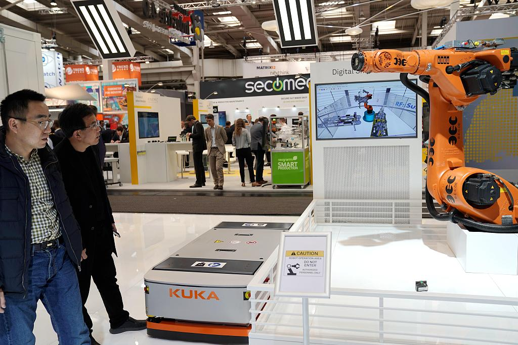 China's electronic information manufacturing sees revenue, profit growth in Jan.-Sept.
