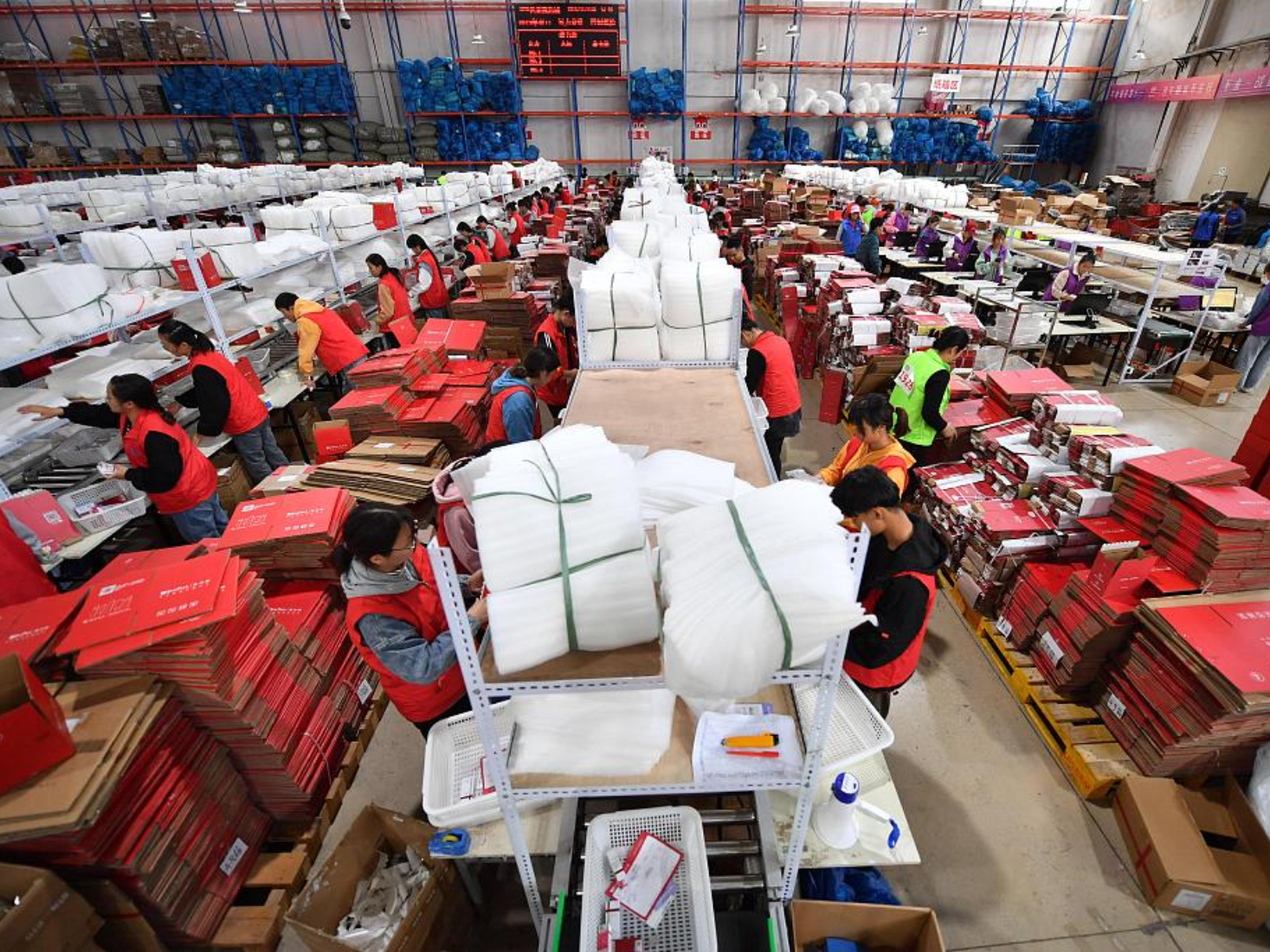 Chinese consumers defy gloomy economic outlook