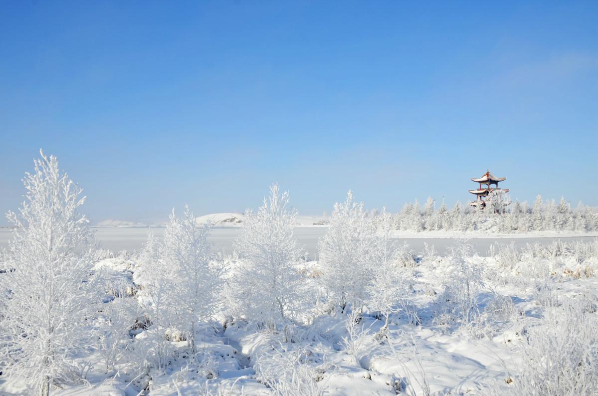 Frozen rime turns Heihe into winter wonderland