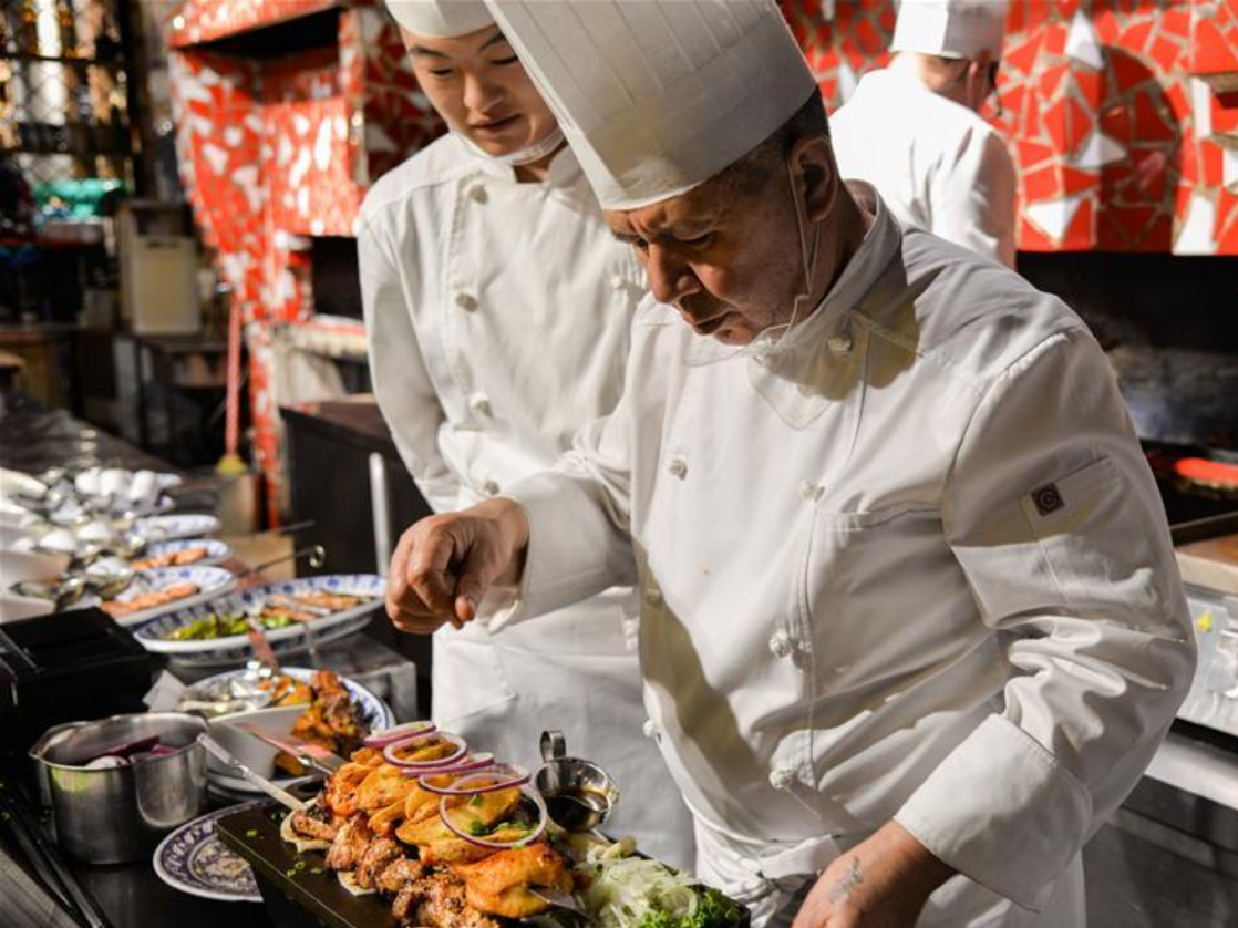 Blooming tourism industry draws many Russian restaurants to Manzhouli, N China