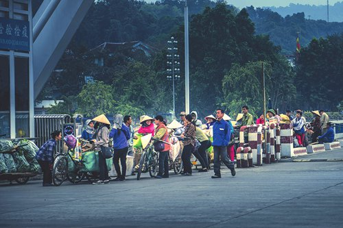 Once rampant, smuggling from Vietnam to China is being replaced by legal employment