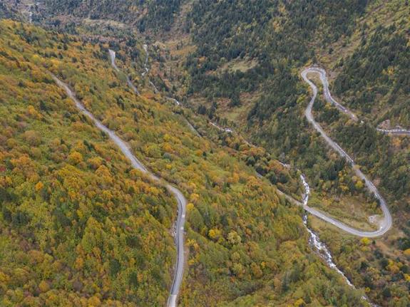 Aerial view of Sichuan-Tibet highway