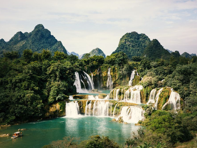 China-Vietnam transnational waterfall to be a benchmark of BRI tourism cooperation