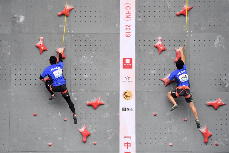 Chongqing holds rock-climbing competition
