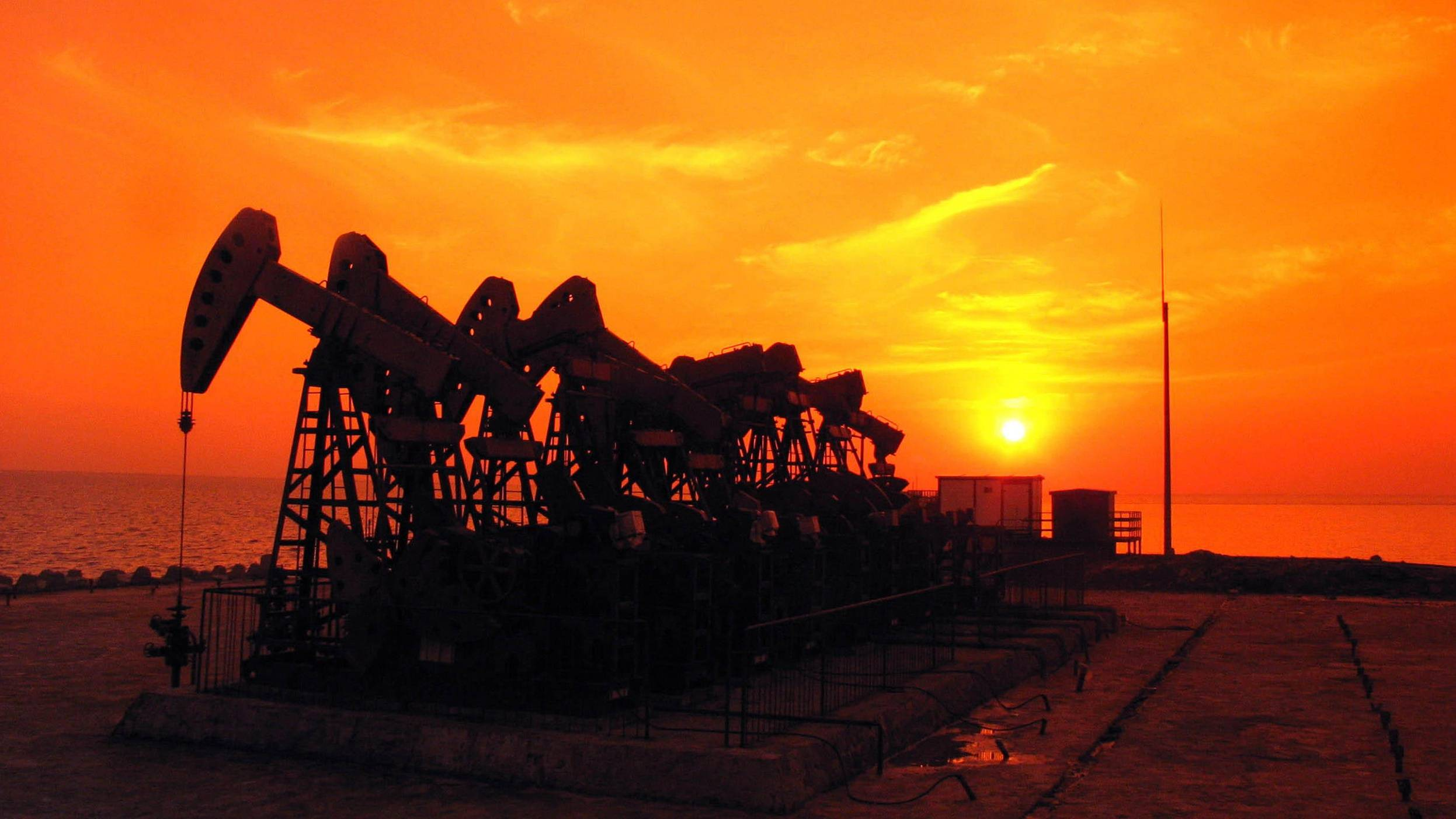 Weekly oil prices edge up amid concerns over global demand