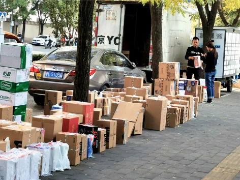 Woman receives 1,617 packages for 'Double 11'