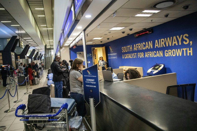 South African Airways hold talks with unions over strike