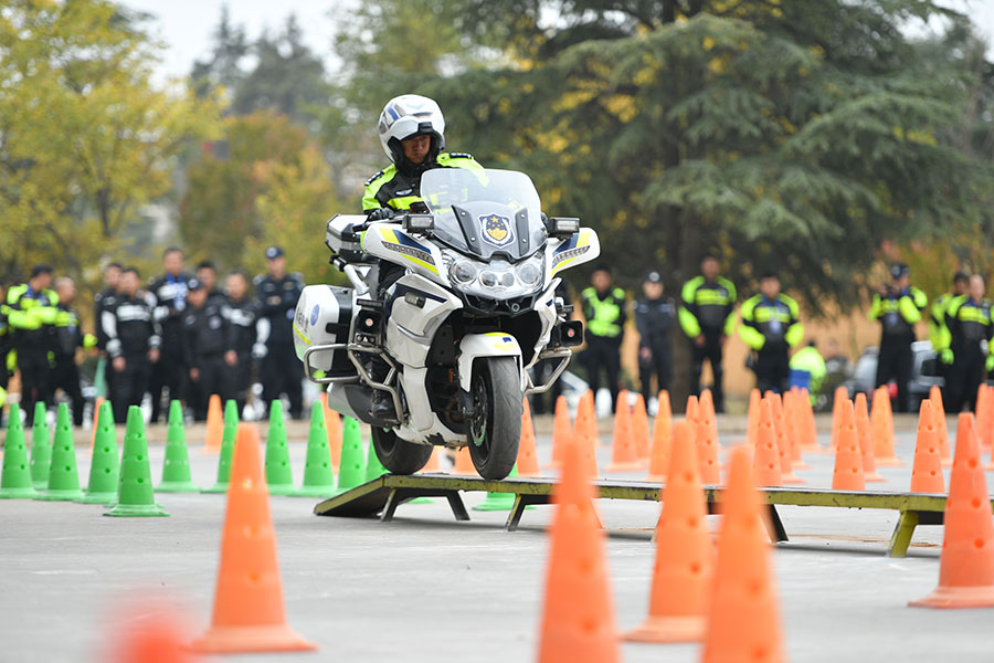 Yunnan police compete in motorcycle riding competition
