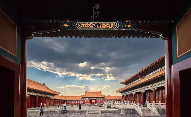 Police officer takes 30,000 beautiful pictures of the Palace Museum