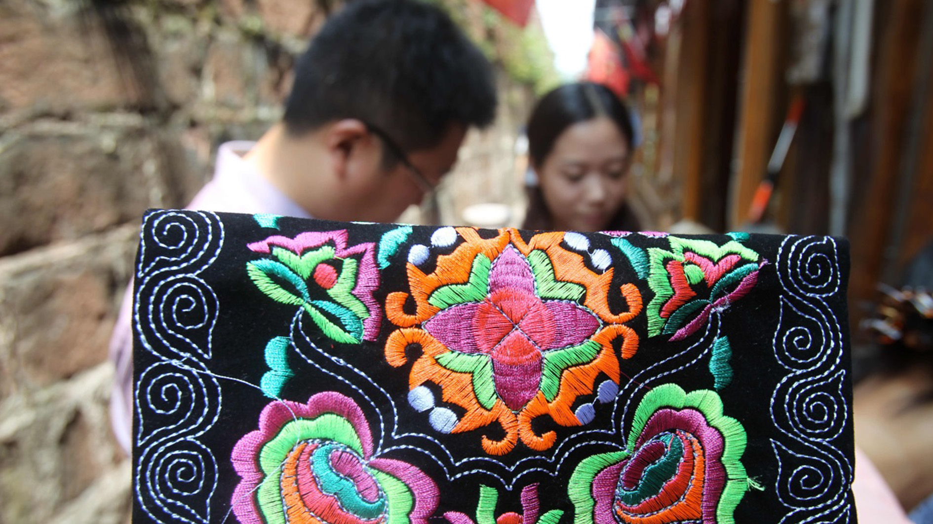 Intangible cultural heritage of Miao embroidery boosts local economy