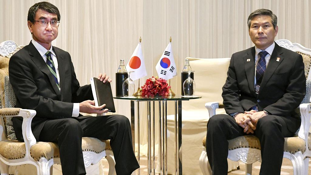 South Korea to temporarily extend military pact with Japan