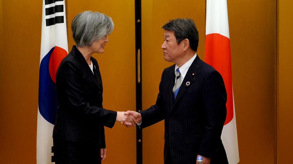 South Korea, Japan seek summit after intel pact thaw