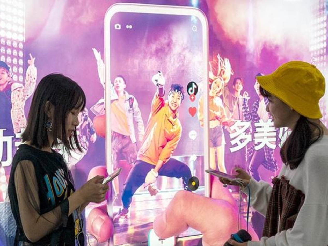 Over half of young Chinese pay for popularity on social networks: survey
